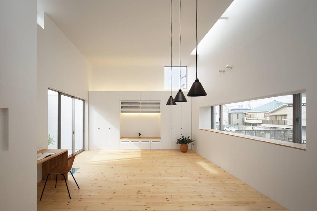 Living room by アトリエ スピノザ, Modern