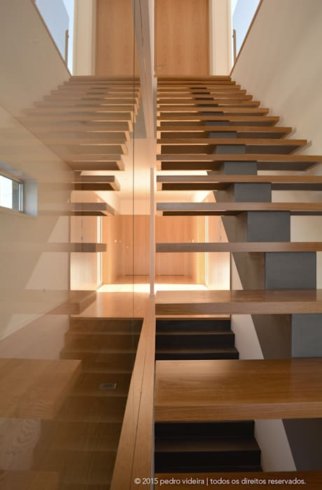 Modern Corridor, Hallway and Staircase by PeC Arquitectos Modern