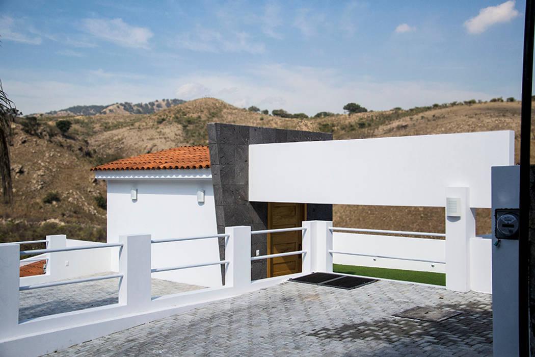 el garage: Garajes de estilo moderno por Excelencia en Diseño