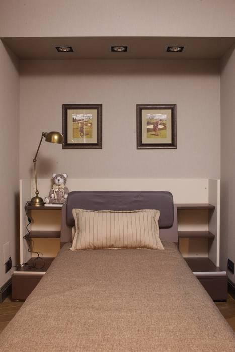 Apartment in Kurkino (Moscow) RU: Chambre d'enfant de style de style Classique par Petr Kozeykin Designs LLC, 'PS Pierreswatch'