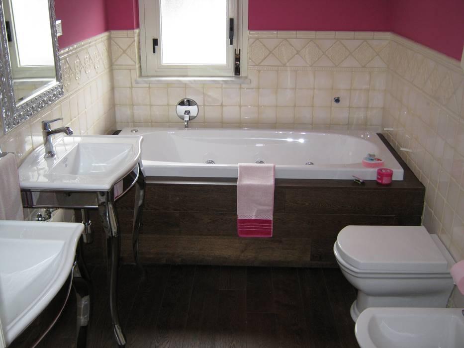 Modern bathroom by Giuseppe Rappa & Angelo M. Castiglione Modern Wood Wood effect
