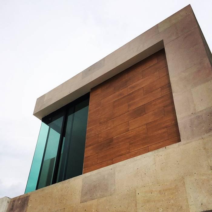 Málaga 03: Casas de estilo moderno por disain arquitectos