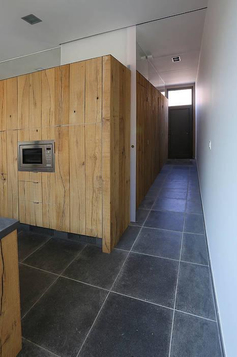 Modern Corridor, Hallway and Staircase by VORTEX atelier d'architecture Modern