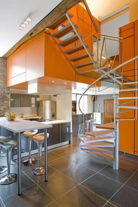 Modern corridor, hallway & stairs by VORTEX atelier d'architecture Modern