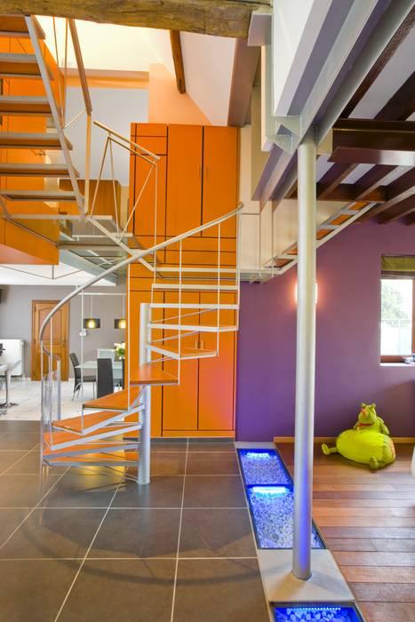 ห้องโถงทางเดินและบันไดสมัยใหม่ โดย VORTEX atelier d'architecture โมเดิร์น