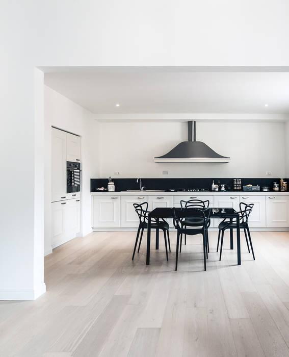 Creto House: Cucina in stile in stile Moderno di UNO8A