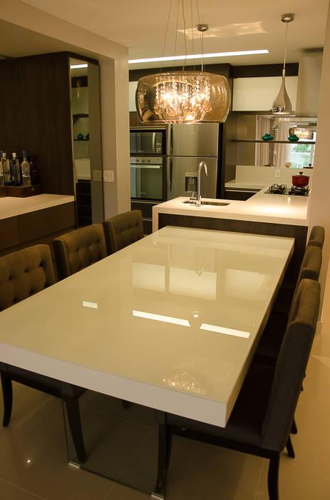 Dining room by GhiorziTavares Arquitetura, Minimalist