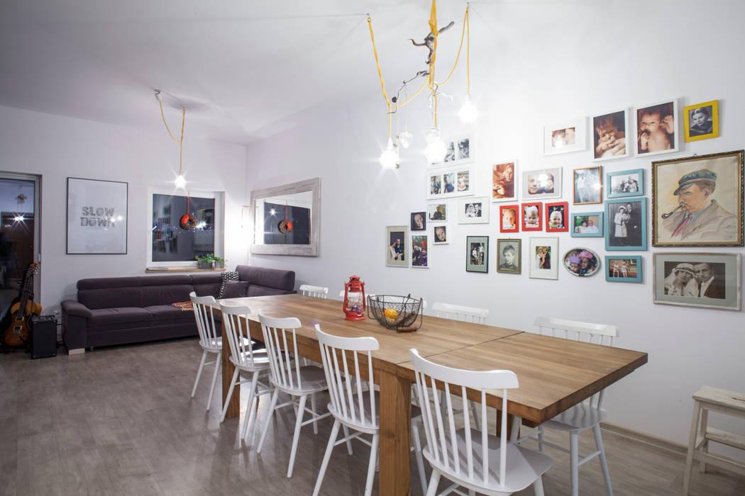 Ruang Keluarga oleh Patyna Projekt, Skandinavia Kayu Wood effect