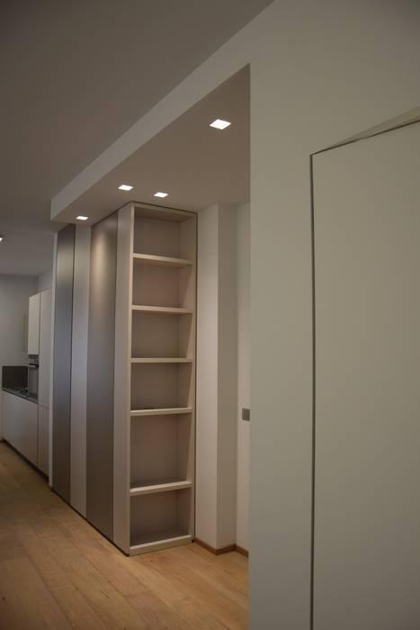 Minimalist corridor, hallway & stairs by RO a_ Minimalist