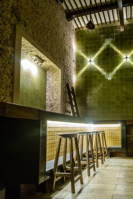 Quán bar & club theo Esquiliano Arqs, Thực dân
