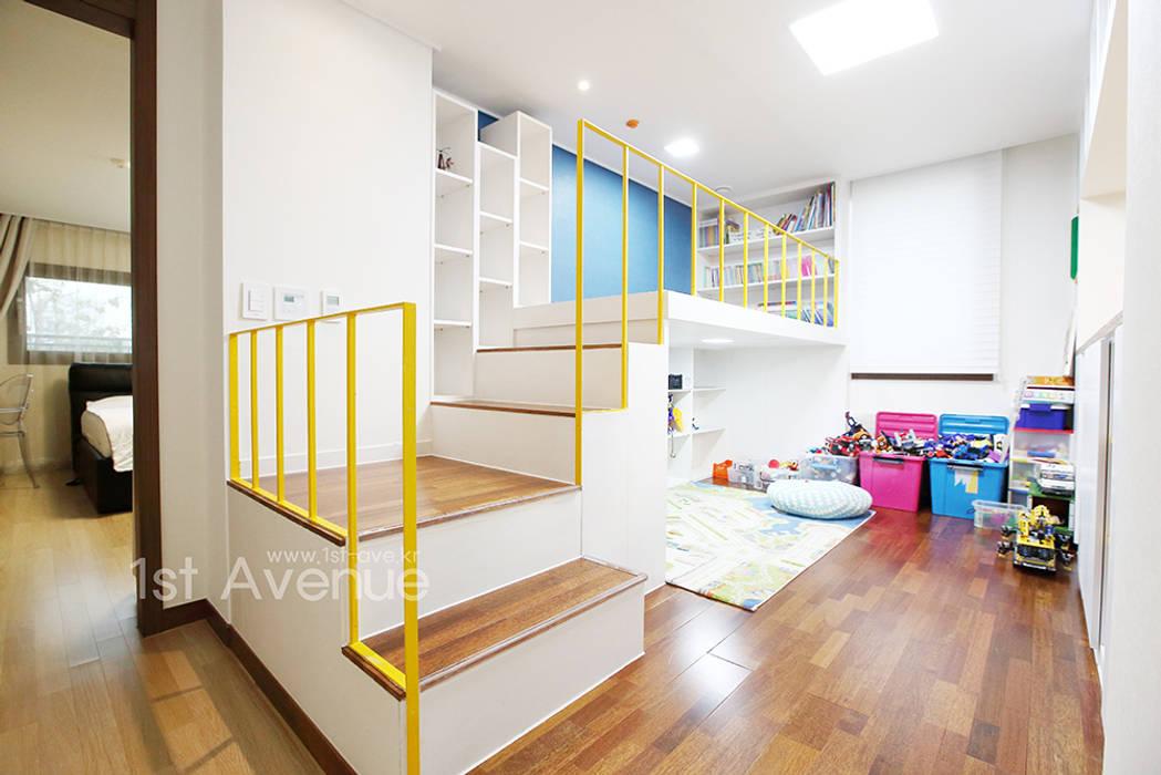 집안에 아이들의 놀이터가 마련되어있는 인테리어 모던스타일 아이방 by 퍼스트애비뉴 모던