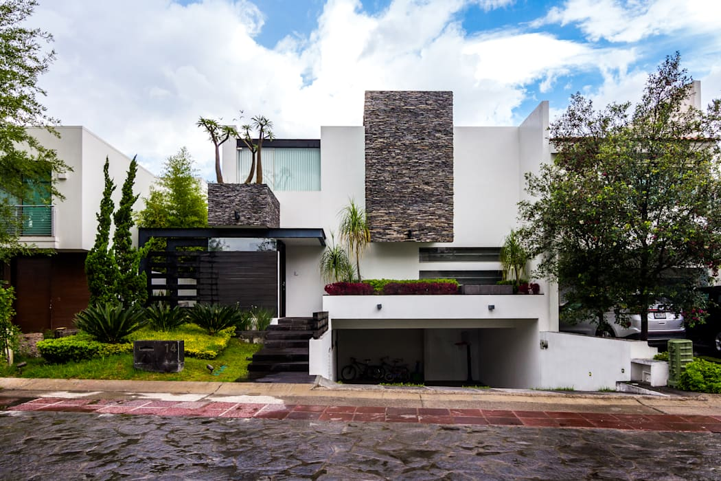 Modern houses by aaestudio Modern