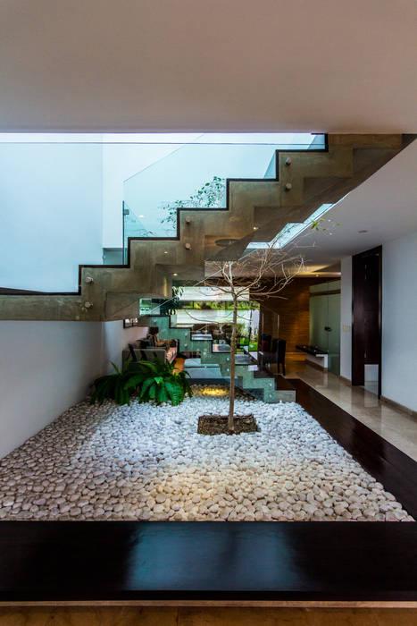 Papelillo Pasillos, vestíbulos y escaleras modernos de aaestudio Moderno