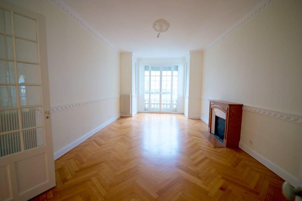 Appartement classique Nice 150m2: Salon de style  par Blue Interior Design