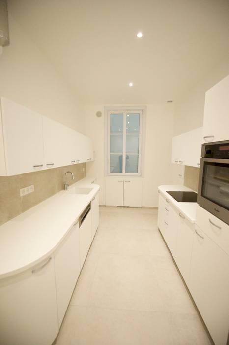 Appartement classique Nice 150m2: Cuisine de style  par Blue Interior Design