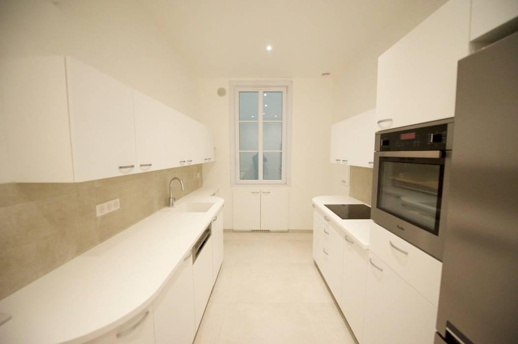 Appartement classique Nice 150m2: Cuisine de style de style Moderne par Blue Interior Design