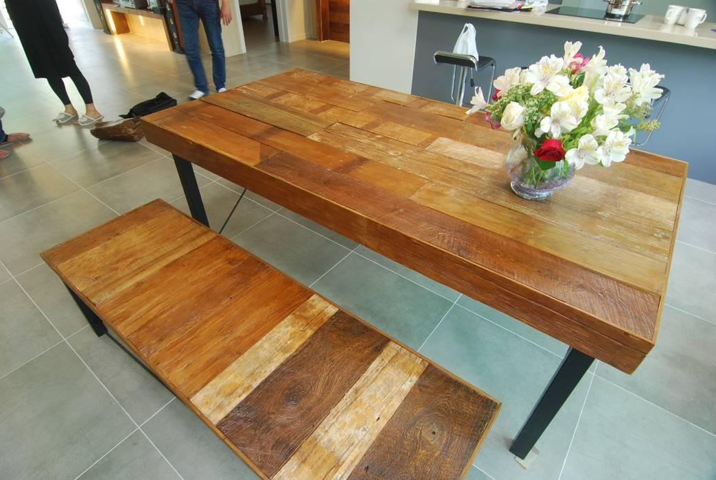 고재목 테이블과 의자 인더스트리얼 서재 / 사무실 by 다한디자인 인더스트리얼 금속
