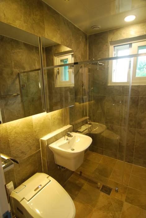 공동화장실.. 모던스타일 욕실 by 다한디자인 모던 타일