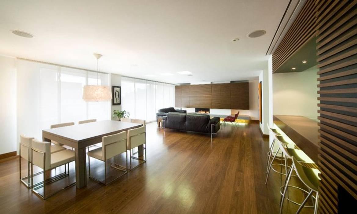 APARTAMENTO ROSALES - Mobiliario fijo Salas modernas de Mako laboratorio Moderno Madera Acabado en madera