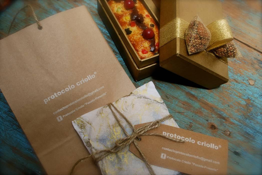 Packaging de Velas Colgantes: Livings de estilo  por protocolo criollo®
