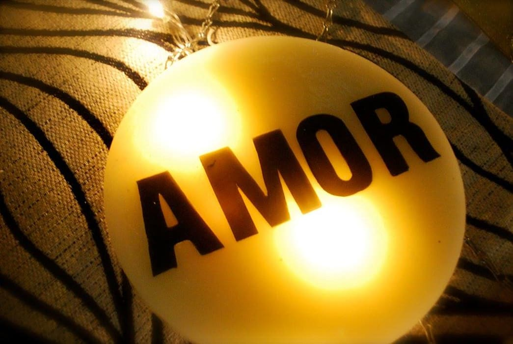 Velas colgantes aromatizadas Livings modernos: Ideas, imágenes y decoración de protocolo criollo® Moderno