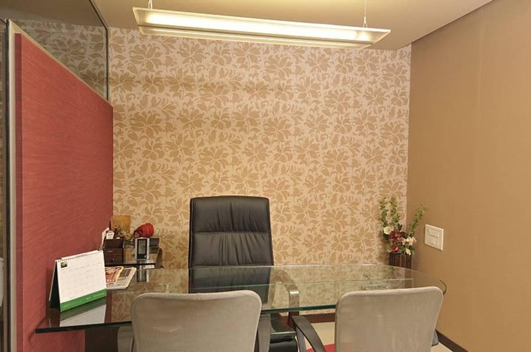 CABIN :  Study/office by Alaya D'decor