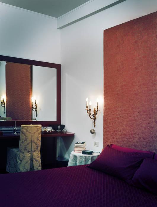 Camera da letto matrimoniale: Camera da letto in stile in stile Moderno di Studio Marco Piva