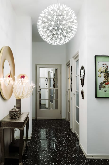 Modern Corridor, Hallway and Staircase by Studio Marco Piva Modern