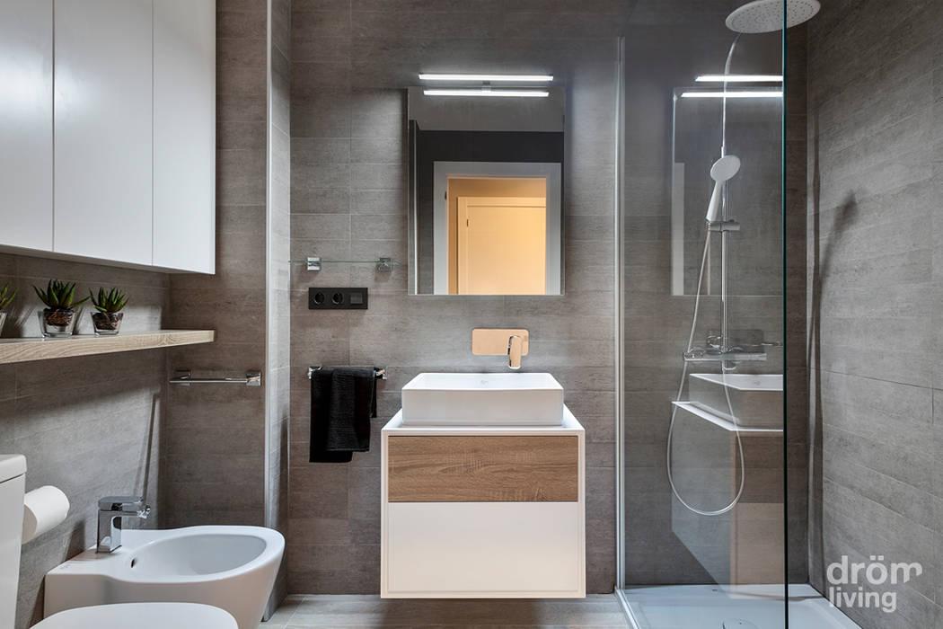 Hogar familiar en Badalona: Baños de estilo  de Dröm Living,