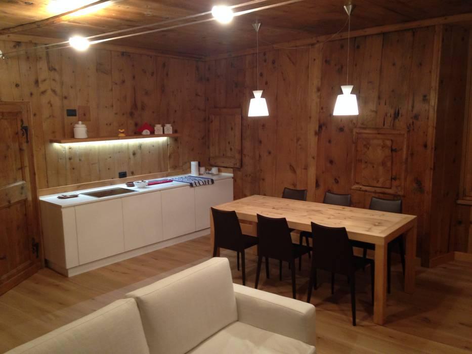 Столовая комната в стиле минимализм от Studio Zazzi Минимализм