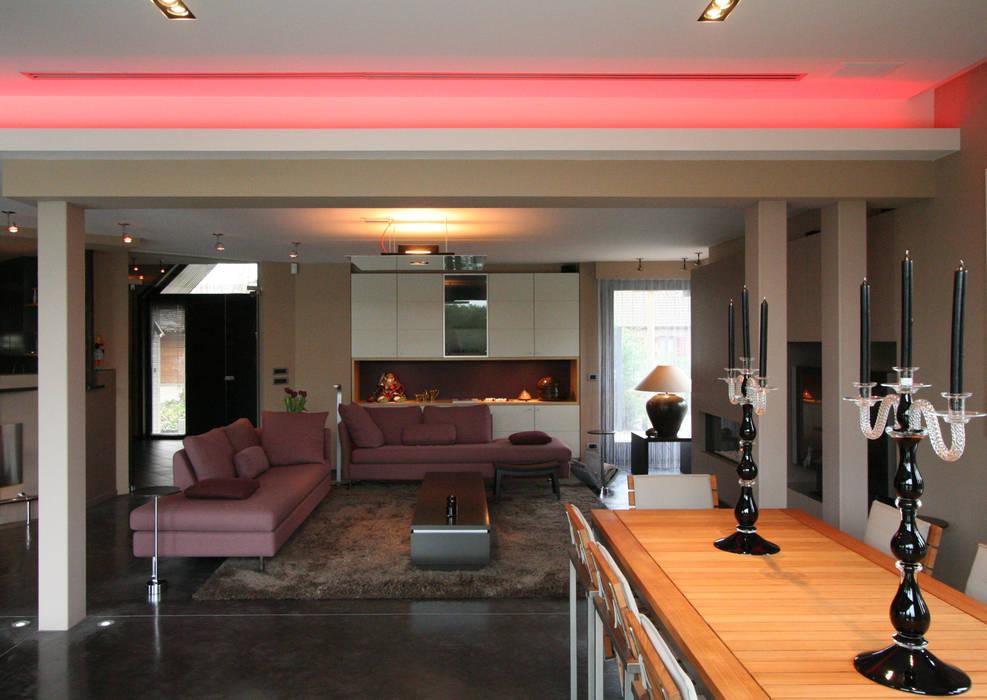 warm design interieur:  Woonkamer door Sfeerontwerp
