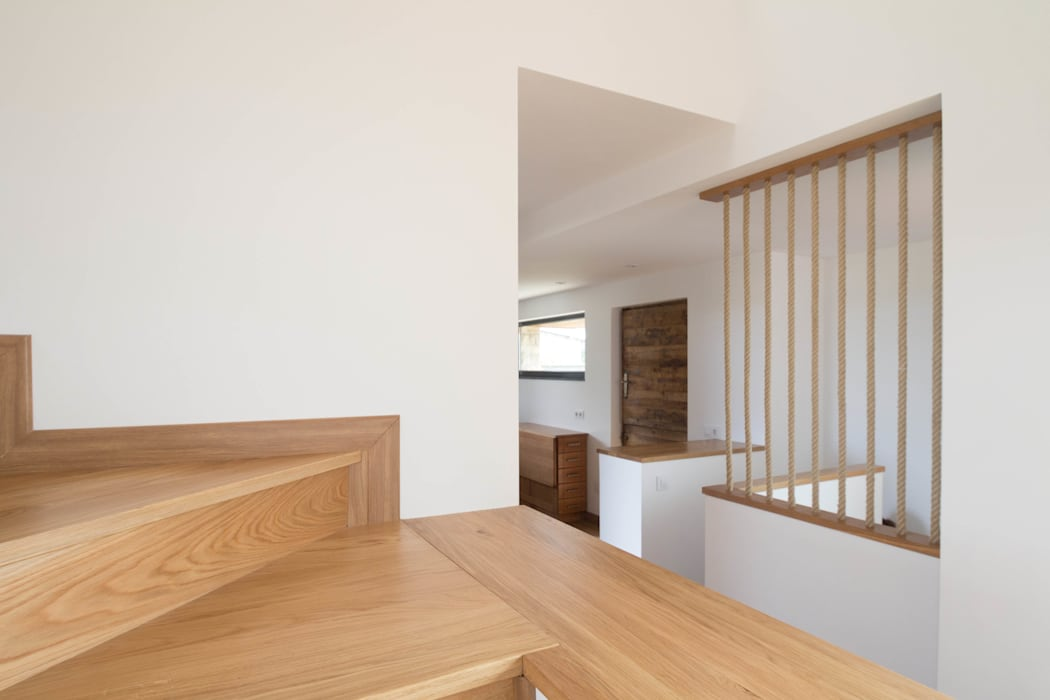 CASA BARBARA R. Borja Alvarez. Arquitecto Pasillos, vestíbulos y escaleras de estilo rústico