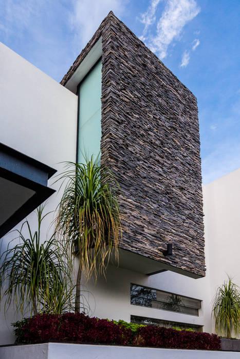detalle fachada: Casas de estilo  por aaestudio,