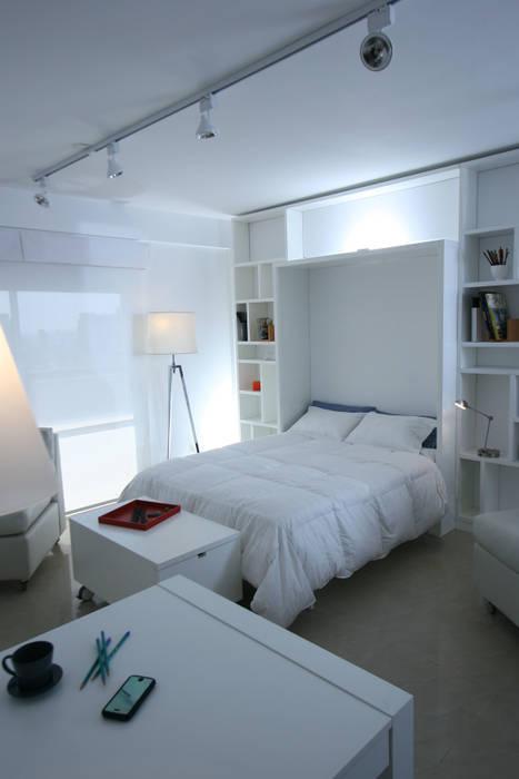 Cama + Biblioteca: Dormitorios de estilo  por MINBAI