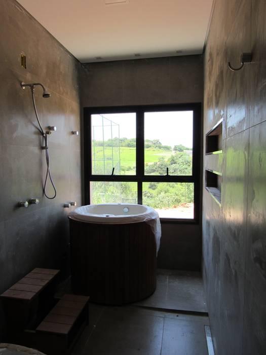 Bathroom by Gloria Cabo Arquitetura, Minimalist Concrete
