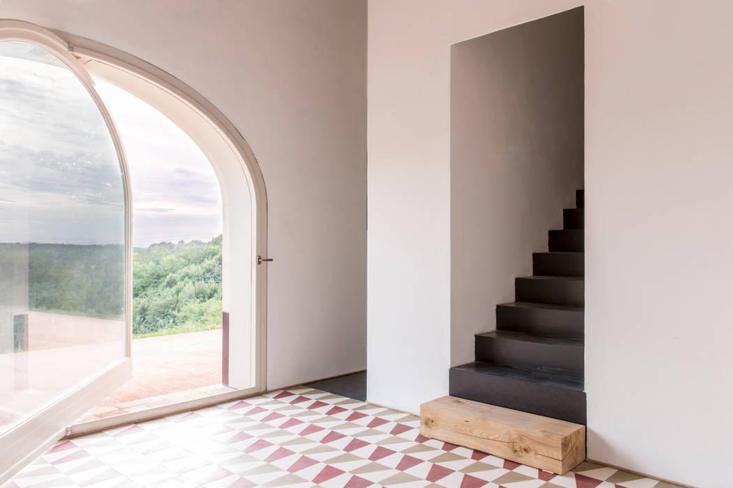 B&b borgo merlassino: wohnzimmer von mosaic del sur | homify