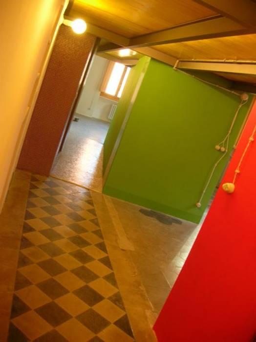 Il corridoio.: Ingresso & Corridoio in stile  di Di Origine Progettuale DOParchitetti