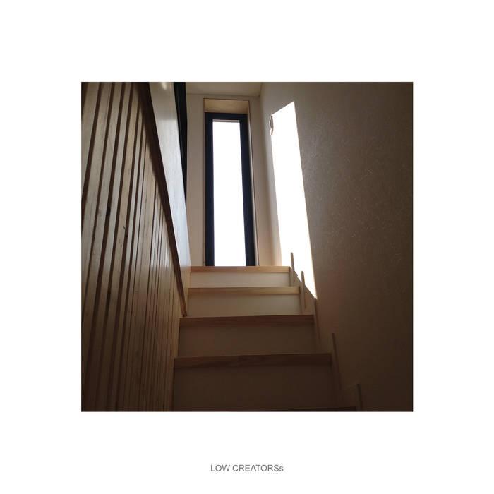 loft: LOW CREATORs의  베란다