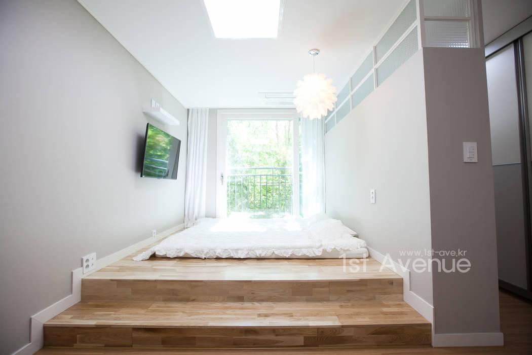 따뜻한 햇살이 있는 다둥이네 인테리어: 퍼스트애비뉴의  침실,