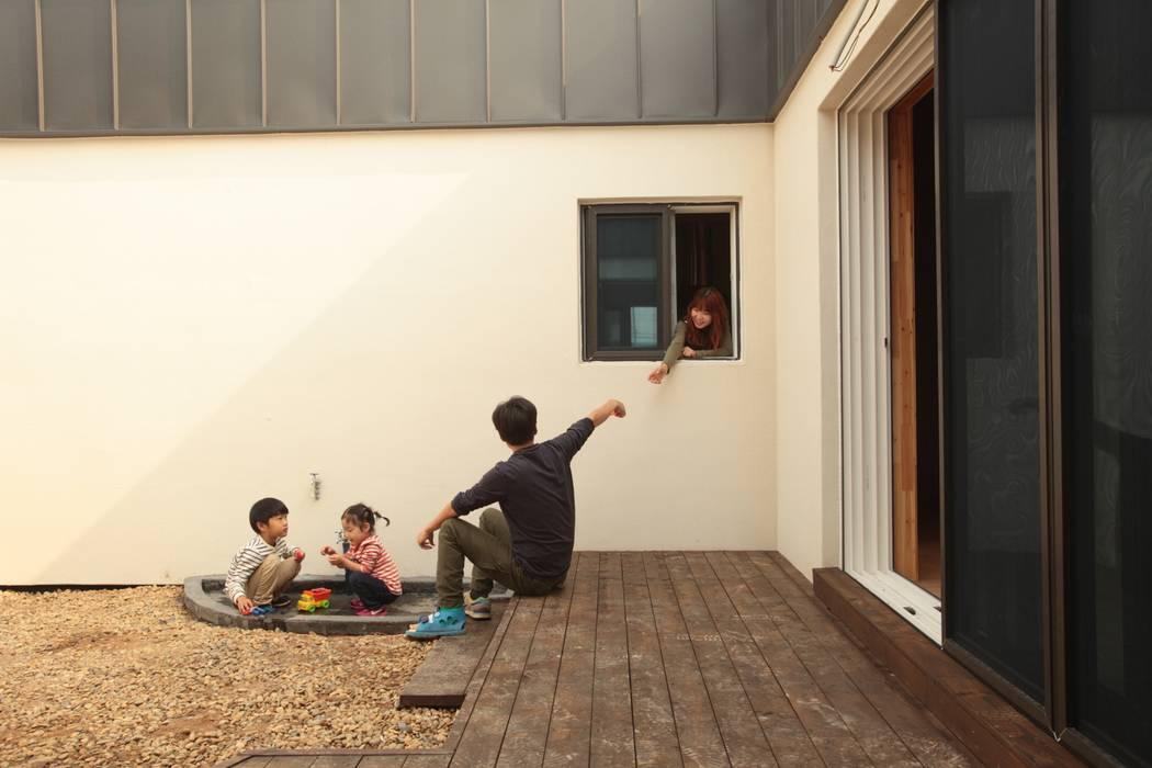 Balcones y terrazas modernos: Ideas, imágenes y decoración de 집스터디 건축 스튜디오_JIP STUDY ARCHITECTS STUDIO Moderno