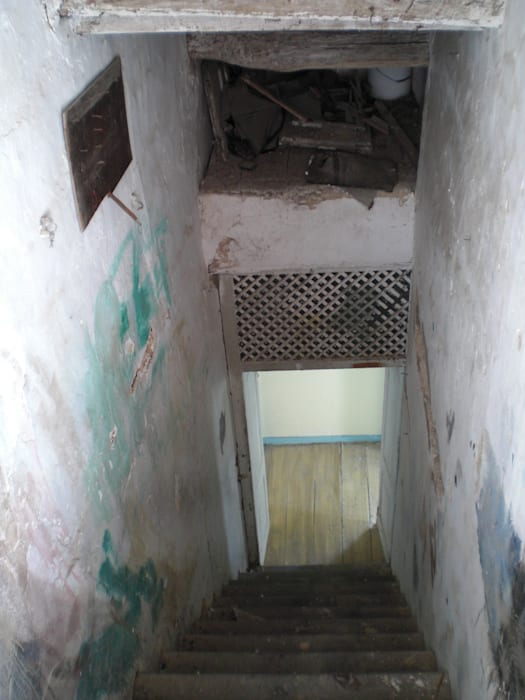 Escadaria antes da reabilitação por Protecna - Consultores de Engenharia
