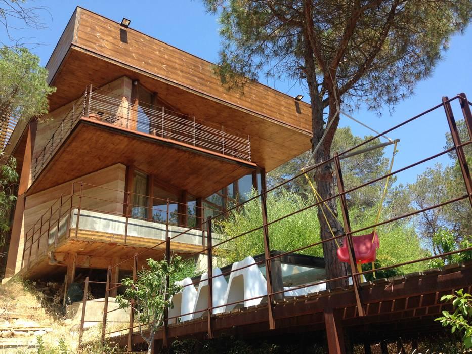 Casa Autosuficiente en el Garraf: Casas de estilo  de ABCDEstudio, Mediterráneo Madera Acabado en madera