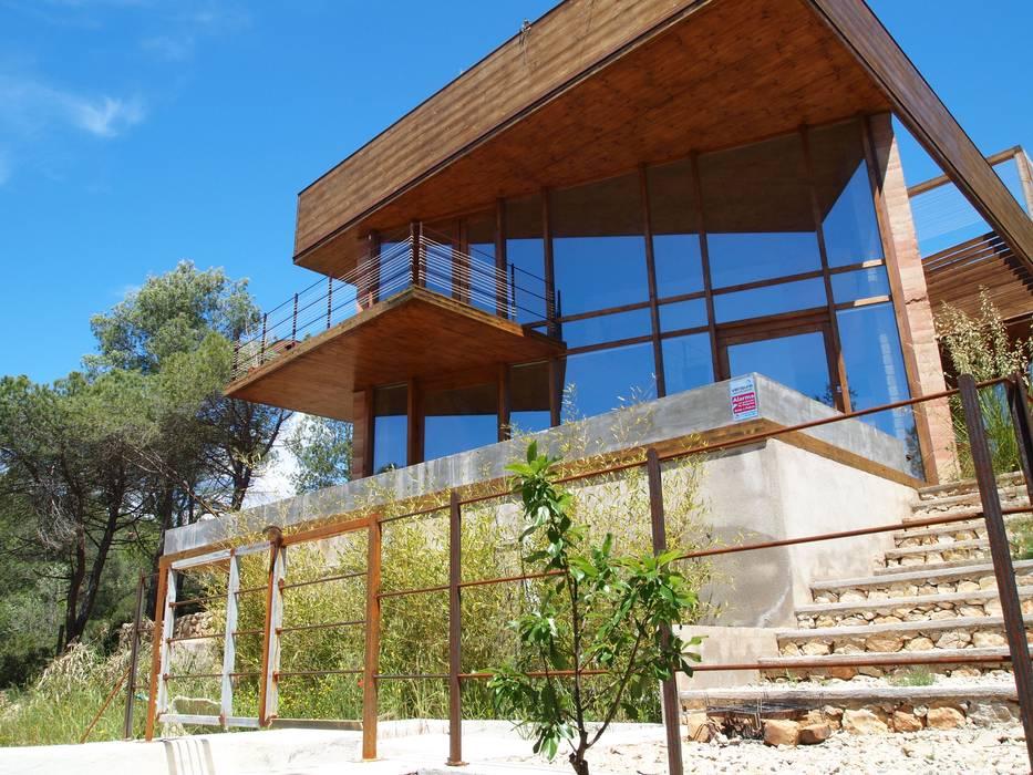 Casa Autosuficiente en el Garraf Casas de estilo mediterráneo de ABCDEstudio Mediterráneo Madera Acabado en madera