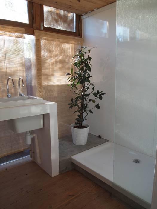 Bathroom by ABCDEstudio, Mediterranean Metal