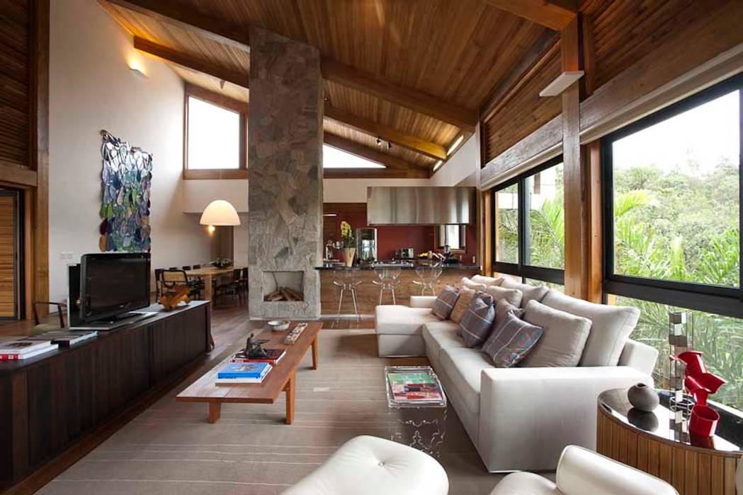 Mountain House David Guerra Arquitetura e Interiores Rustic style house