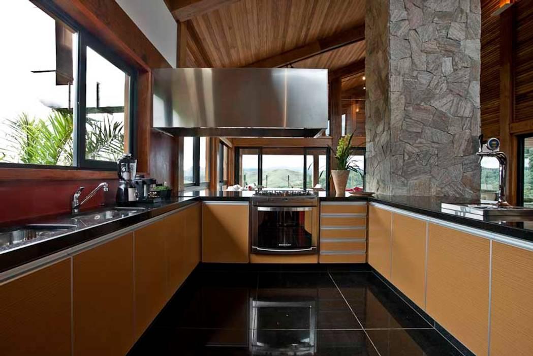 Mountain House Rumah Gaya Rustic Oleh David Guerra Arquitetura e Interiores Rustic
