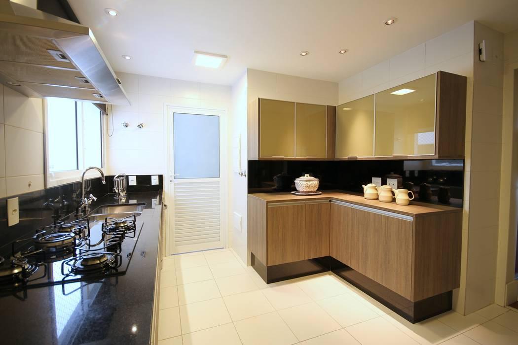 Modern style kitchen by MeyerCortez arquitetura & design Modern