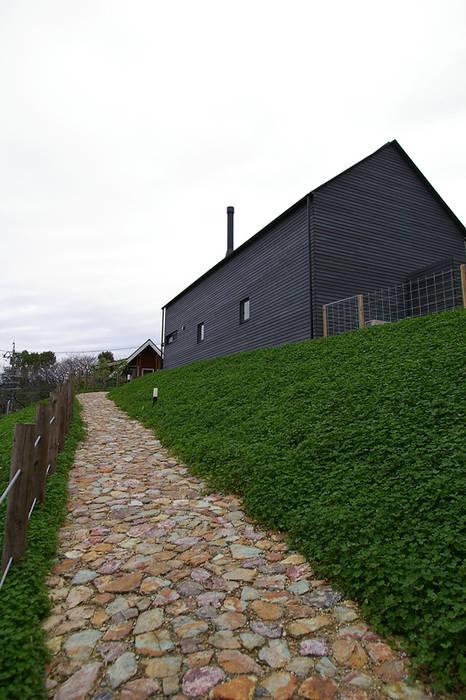 Maisons scandinaves par 小林良孝建築事務所 Scandinave Bois massif Multicolore