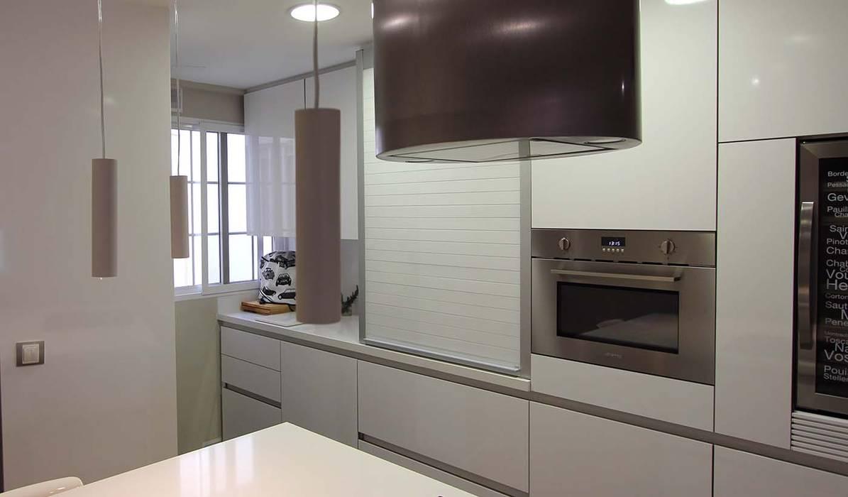 MOBIMAR INTERIORISMO Modern style kitchen