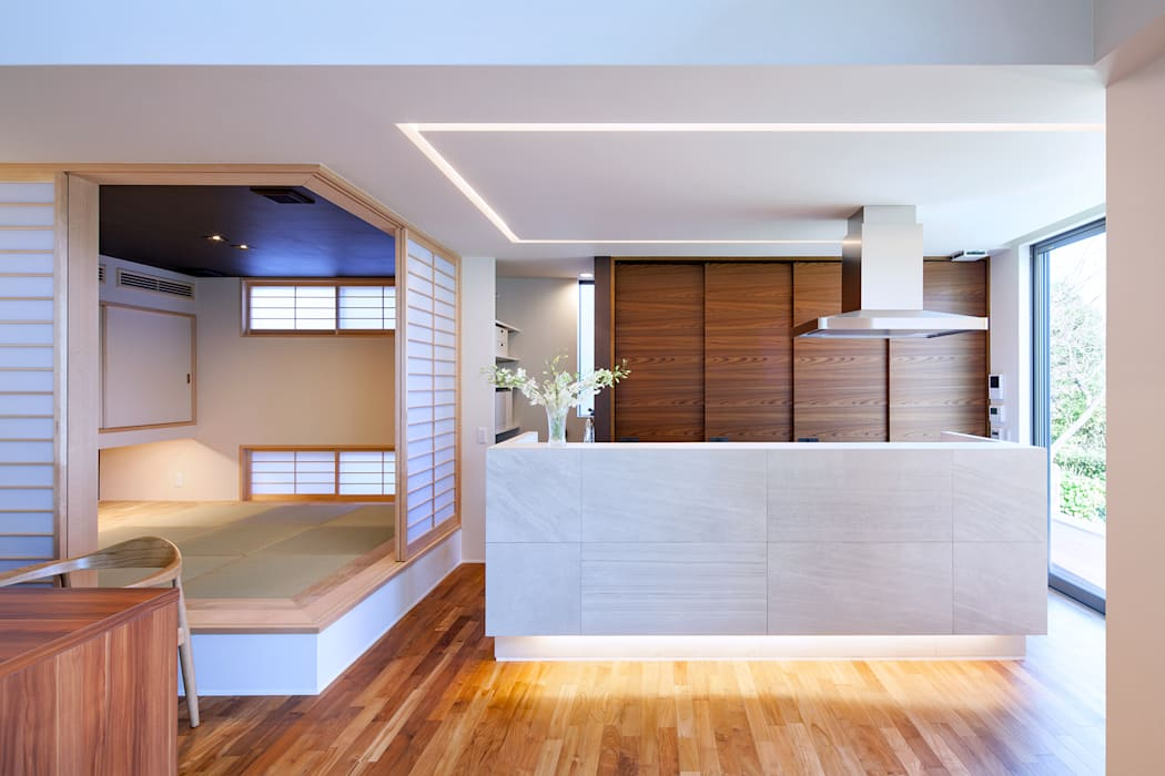 I3-house「丘の上にある造形」: Architect Show co.,Ltdが手掛けたキッチンです。